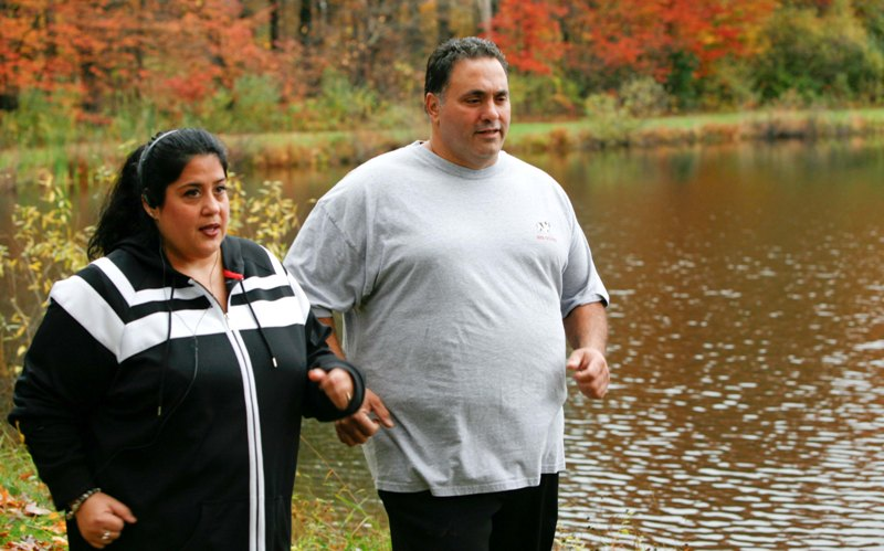 personas con sobrepeso haciendo ejercicio
